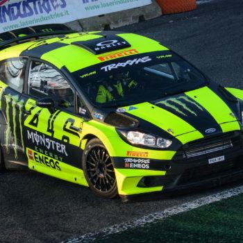 Un birillo spedisce Sordo in seconda posizione: c'è Rossi in testa al Day 1 del Monza Rally Show
