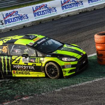 In fumo i sogni di Sordo, Rossi fa doppietta al Monza Rally Show ed eguaglia Capello