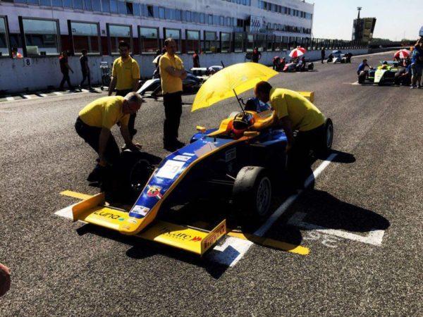 Sullo starting grid della gara di F4