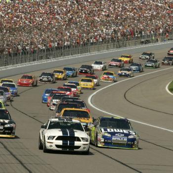 Rivoluzione NASCAR: gare spezzate e punteggi intermedi. Ed è polemica