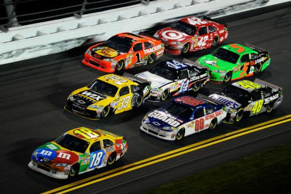 La NASCAR divide le gare in tre tappe