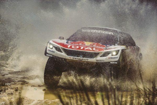 Rally Dakar, Day 2: Loeb porta in testa la 3008 DKR, Price surclassa tutti nelle Moto