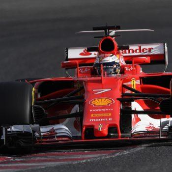 Test Barcellona, Day 4: la Ferrari è prima sulla pista allagata, Mercedes ferma per un problema elettrico