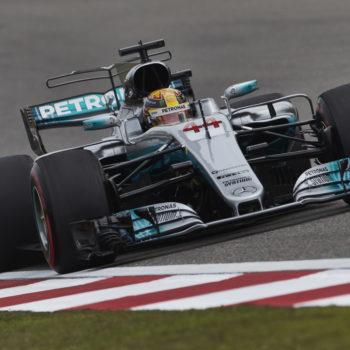 A Shanghai ruggisce Lewis Hamilton: è Pole! Vettel in prima fila per un millesimo, a muro Giovinazzi