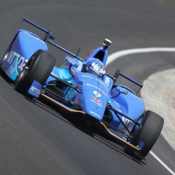 Scott Dixon conquista la pole alla 500 miglia di Indianapolis. Fernando Alonso è quinto a 372kmh di media
