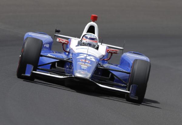 Takuma Sato batte Castroneves in una gara quasi all-yellow! Alonso rompe il motore dopo una gara da protagonista