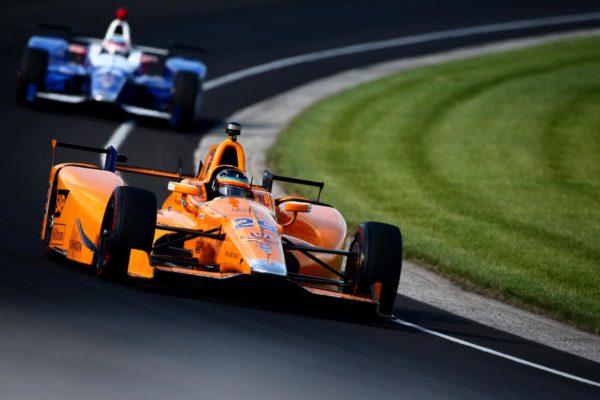 Fernando Alonso sul catino di Indianapolis, è quinto a fine qualifiche