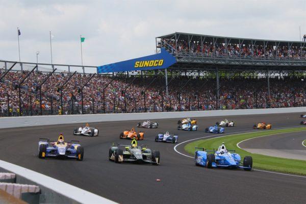 La partenza della 500 Indy