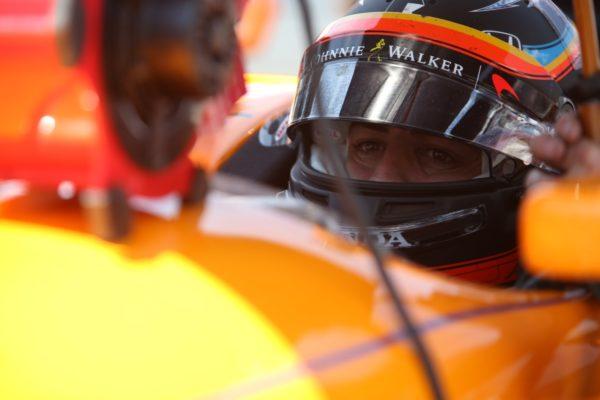 Alonso nel cockpit della Indycar