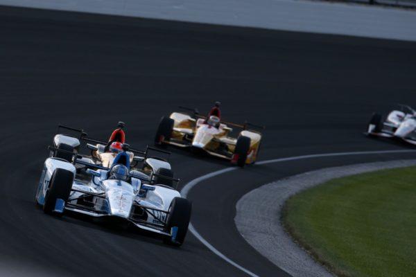 Auto sul catino di Indy