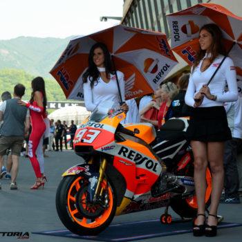 """""""E' come fare la modella, ma a me piaceva la MotoGP…"""": due chiacchiere con Elena, ombrellina di HRC"""