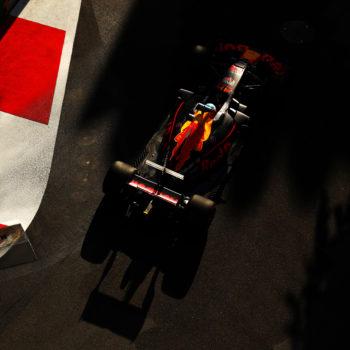 Nel caos assoluto di Baku spunta Daniel Ricciardo! A podio Stroll, ruotate tra Hamilton e Vettel