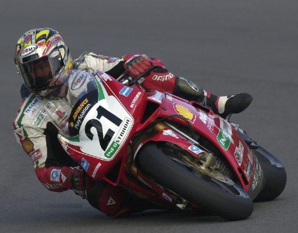 Troy Bayliss nel World Superbike con la Ducati 996 SPS, 2000.