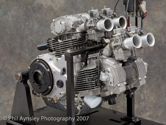 Versione definitiva del Pantah con i suoi 4 carburatori.