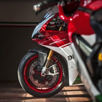 panigale_final-edition_2018_ambience_fe_01_gallery_1920x1080-mediagallery_output_image_1920x1080