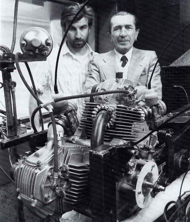 Massimo Bordi e Fabio Taglioni con il 750 ricavato dal Pantah 650.