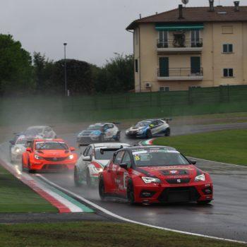 Baldan si prende Gara 2 del TCR Italia ad Imola, la SC frena Comini: da 13° a 4°!