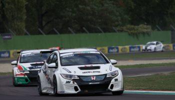 Nel TCR Italia ad Imola Kralev elimina Altoè e Comini da Gara 1. Vittoria per Giacon
