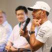 """Hamilton punge Vettel nel briefing pre-Suzuka: """"Io allento le cinture, Seb farebbe bene a tenerle strette!"""""""