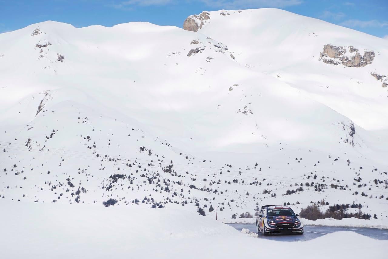 Ogier re nella neve: la vittoria è ormai vicina. Dietro di lui è tripletta Toyota