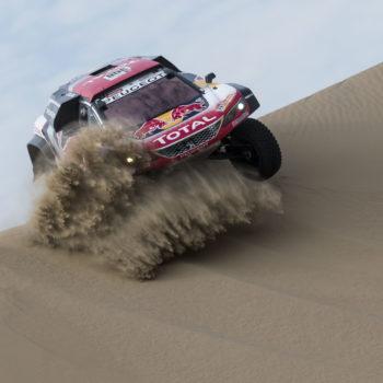 Dakar, Day 2: le Peugeot e Barreda escono allo scoperto, disastro MINI