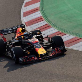La pioggia rovina il pomeriggio del Day 1 a Barcellona: bene Ricciardo, in ripresa la McLaren