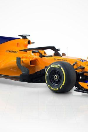 Tanto arancione, un po' di blu e motorizzata Renault: ecco la MCL33 di Alonso e Vandoorne