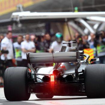 Hamilton si prende anche le FP2 della Cina, ma gli altri incalzano: ci sono 4 piloti in 108 millesimi!