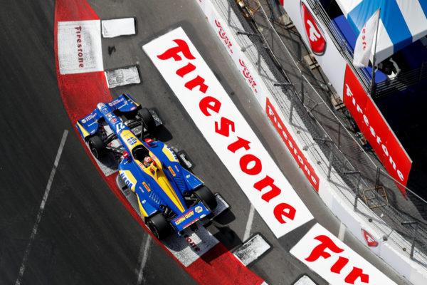 Indy Long Beach: Rossi vince e stradomina! Dietro di lui il diluvio, caos per Bourdais, Hunter-Reay e Dixon