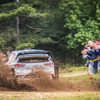 Thierry Neuville si aggidica un Rally di Sardegna al cardiopalma davanti a Sebastien Ogier