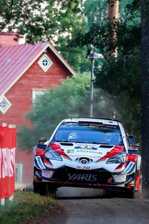 Tanak conquista il venerdì in Finlandia, che fatica per Ogier e Neuville!