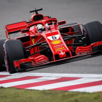 Pole al cardiopalma per Vettel! Clamoroso Hamilton fuori in Q1, spinge l'auto e forse piange: domani partirà dal fondo