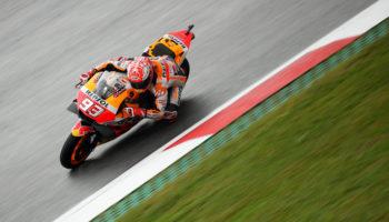 Nell'umido delle FP3 austriache Marquez fa il vuoto. Rossi fuori dal Q1