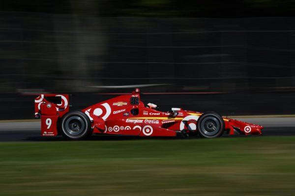 Felix Rosenqvist testa la #9 di Scott Dixon (Ganassi) a Mid-Ohio