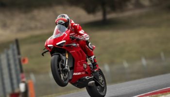 37-ducati-panigale-v4-r-action