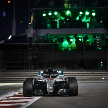 Hamilton brilla anche nella notte di Abu Dhabi: Pole e record! 3° Vettel