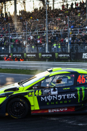 Al Monza Rally Show Valentino Rossi non basta più