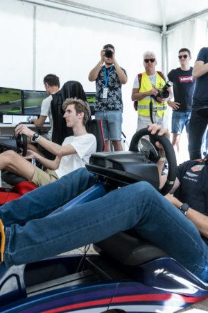 Rovina il giro virtuale a Max Verstappen: lui si ferma, lo aspetta e lo sperona