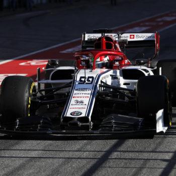 A metà del Day 1 c'è Giovinazzi davanti a tutti. Problemi per Leclerc, Mercedes cambia tutto
