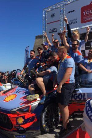Folle Power Stage in Corsica: Evans buca sul più bello, Neuville porta a casa la vittoria