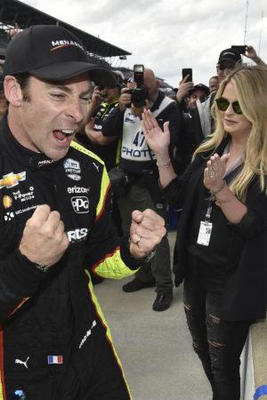 Indy 500: Pagenaud domina e vince il duello finale mozzafiato con Rossi!