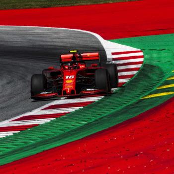 """Leclerc rompe il muro dell'1'04"""" nelle FP3, ma Hamilton insegue. Problemi per Gasly"""