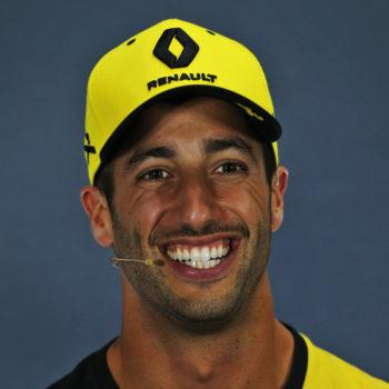 """E' Ricciardo show con Sainz: pugno sui…gioielli e """"Stai zitto, ti spacco la faccia"""". Tutto in diretta TV"""