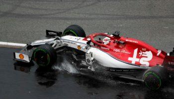 Le Alfa Romeo Sauber prendono 30″ di penalità: Hamilton e Kubica a punti!