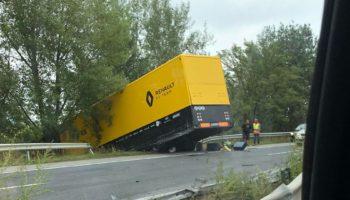 Incidente in Casa Renault: un camion del team è finito fuori strada mentre andava in Ungheria