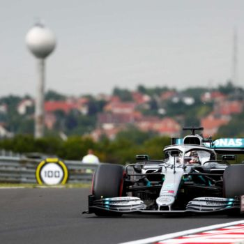 Hamilton si prende le umide FP1 dell'Ungheria. 2° Verstappen, problemi per Bottas
