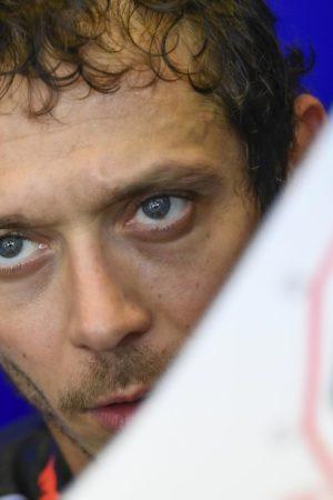 """Rossi: """"Io avrei aspettato Marquez? Stavo spingendo, lui ha fatto in modo di bloccarmi"""""""