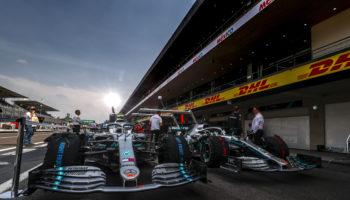 Hamilton davanti nelle FP2 umide e statiche: Leclerc è 2° davanti le Red Bull