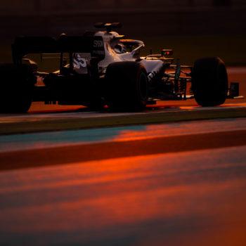 Nei test di Abu Dhabi Mercedes chiude in testa anche con Russell. 2° – con incidente – Leclerc
