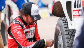 """Alonso: """"Finora 4 giorni intensi"""". E nel Day 4 esaurisce le gomme di scorta per le troppe forature"""